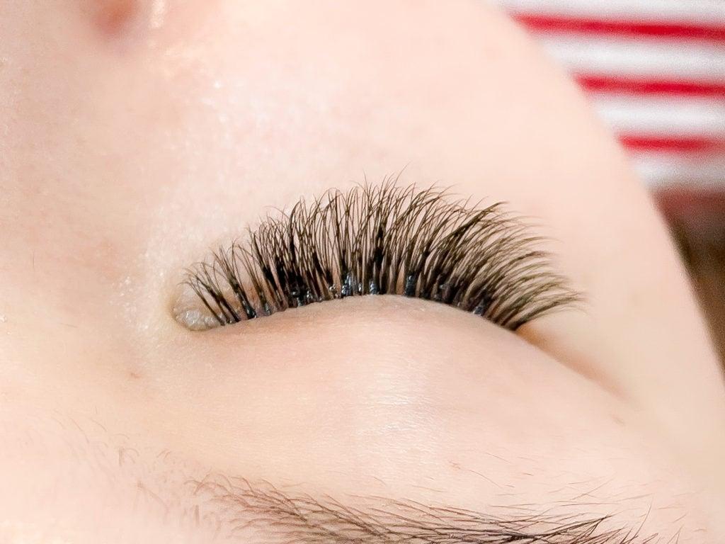 รีวิวต่อขนตา แบบ Volume ตากลมโตสวยแบบธรรมชาติที่ Glory nails and spa